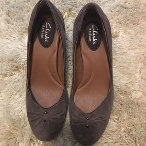Clarks Artisan Society Ball Taupe Suede Pump
